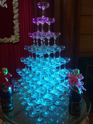 Mẹo tự làm tháp rượu trong ngày cưới 1