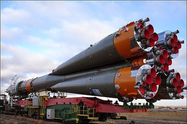 Soyuz sendo transportada para a base de decolagem