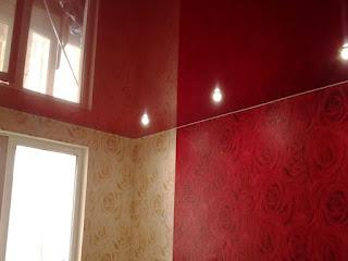 Фото красных натяжных потолков в Лабинске