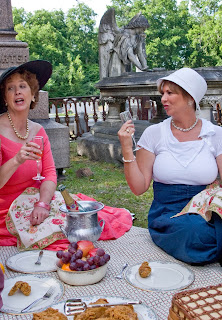 Savannah picnic in Laurel Grove Cemetery shows time travel and Roaring 20s Flapper fashion