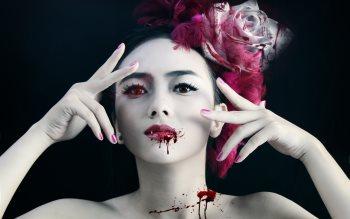 Wallpaper: Vampire Girl