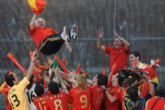 Spain's players toss coach Luis Aragonés into the air after their triumph at Euro 2008