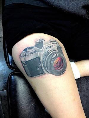 tatuaje camara de fotos nikon