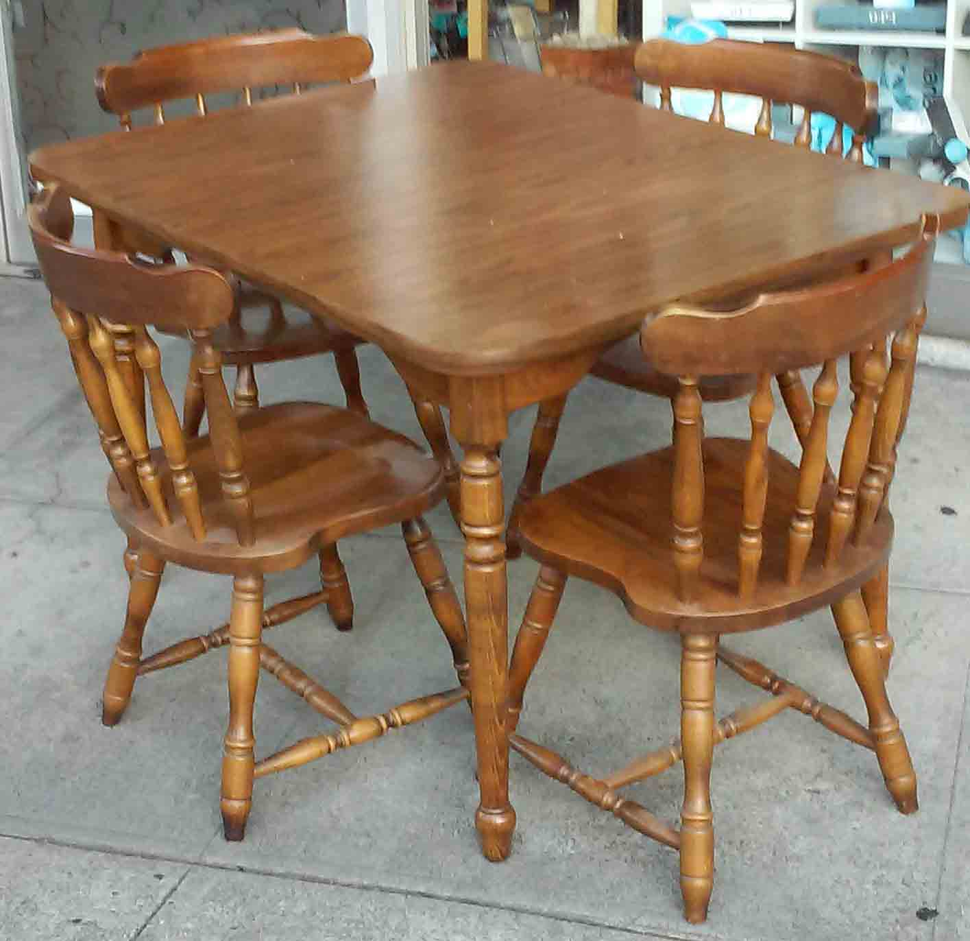 Early American Kitchen Table And Chairs