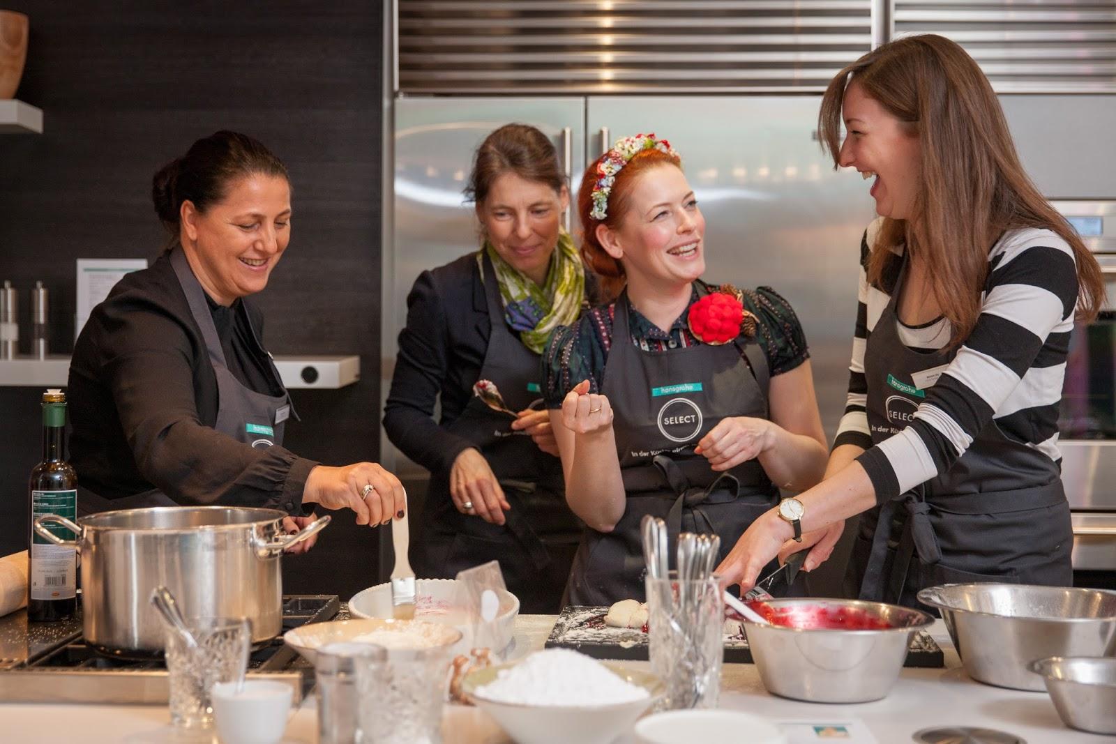 Miriam backt mit Enie und versaltzt ihr die Kirschschnecken | Arthurs Tochter kocht. Der Blog für Food, Wine, Travel & Love!