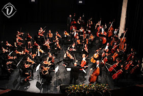 David Curtis and the Orchestra of the Swan performing in Mexico