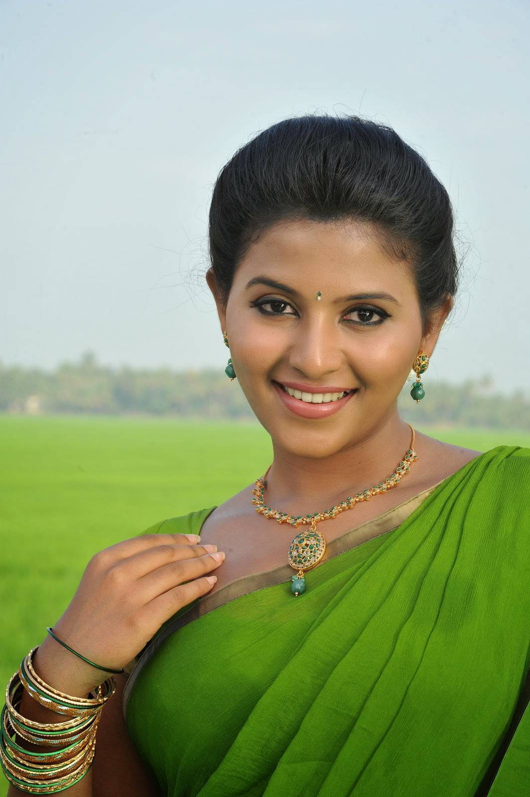 Anjali Photos In Green Saree