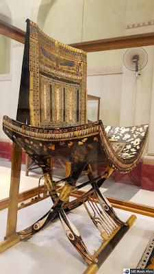 Cadeira cerimonial feita de ébano e marfim de Tutankhamon