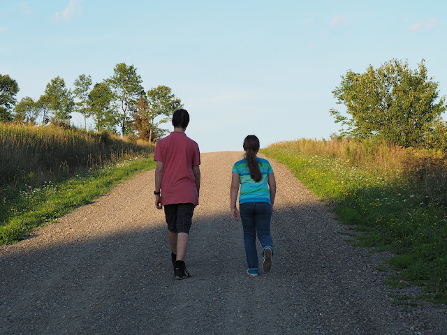 kids on country road