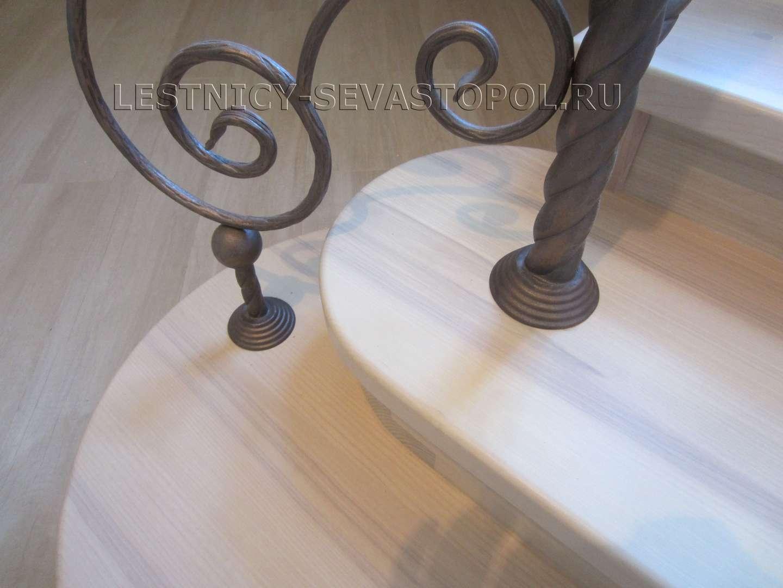 Деревянные лестницы на второй фото