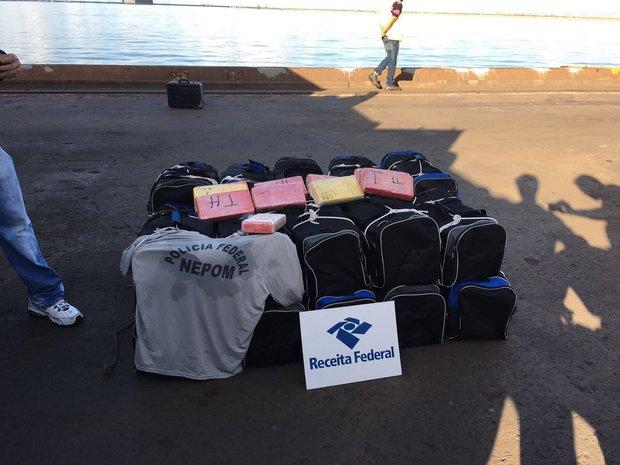 Drogas estavam escondida em carregamento de pedra (Foto: Divulgação/PRF)