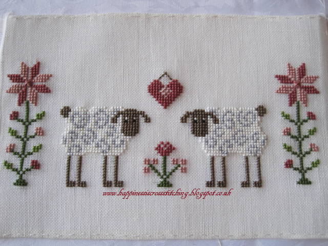 Happiness is cross stitching christmas stitching jardin for Jardin prive
