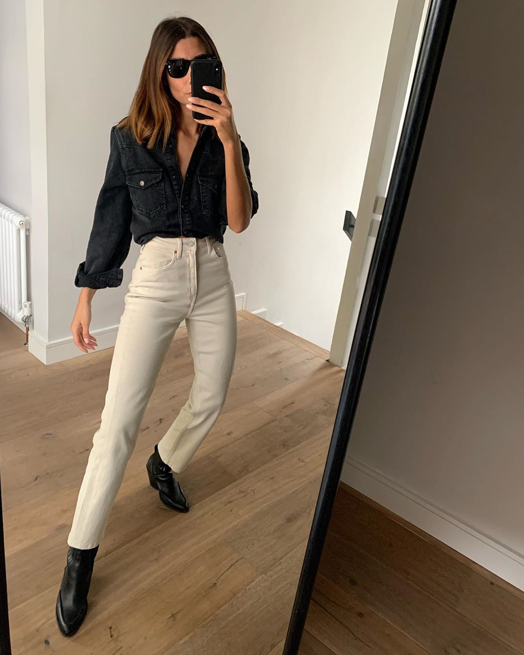 We're Obsessed With Beige Jeans Thanks to This Instagram Look