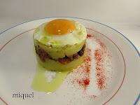 Patatas trinchadas, salteado de setas y huevo al aroma del Tartufo Bianco