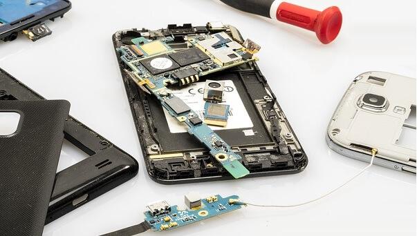 Memperbaiki Komponen HP Rusak