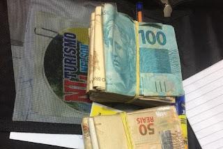 Polícia apreende R$ 11 mil em dinheiro, saco com santinhos e lista de nomes em Patos