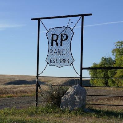 Irvine, Alberta, sign, ranch