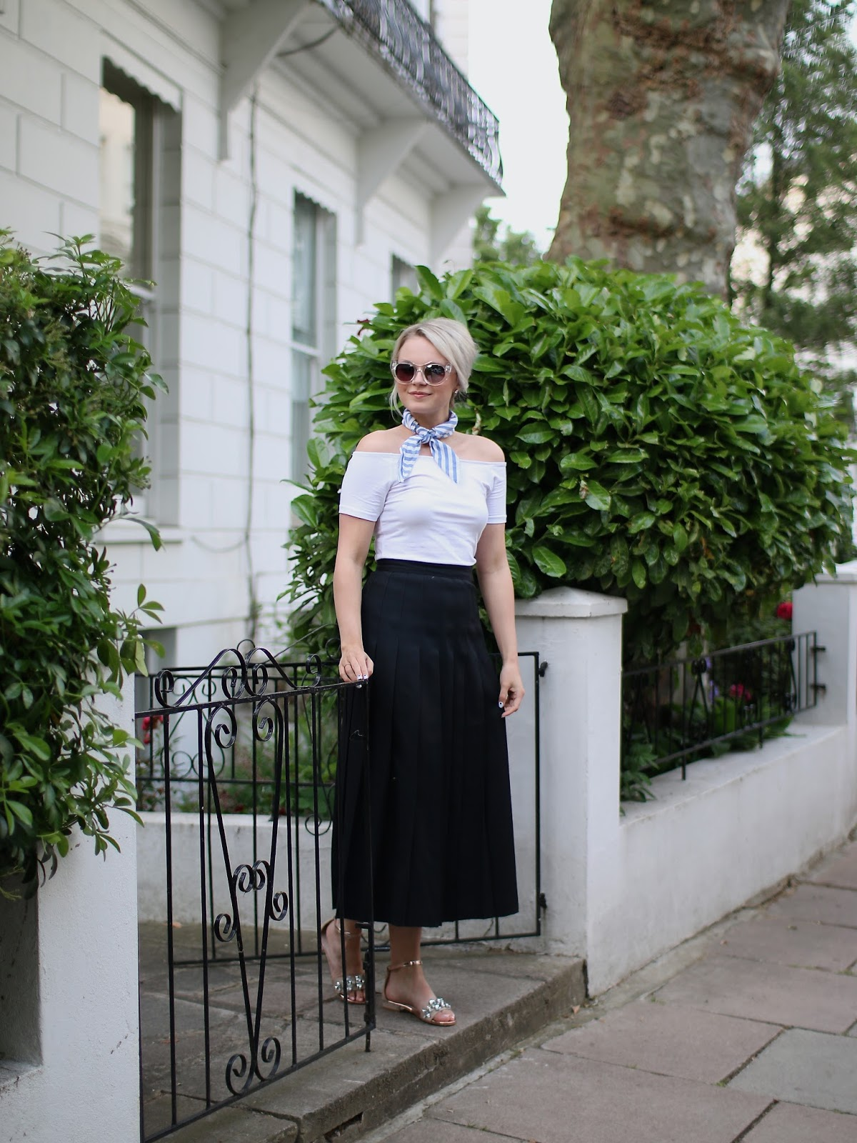 how to style and wear and neck scarf