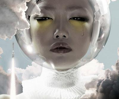 Manipulación o fotomontaje  fotográfico de una mujer astronauta