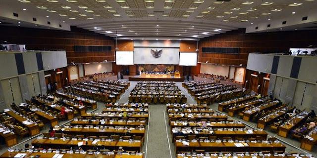DPR dan Pemerintah Akan Duduk Bersama Bahas Kesejahteraan Guru Honorer