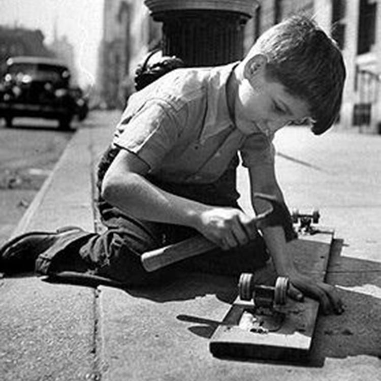 Primeiros Skates - Garoto Produzindo o Próprio Skate