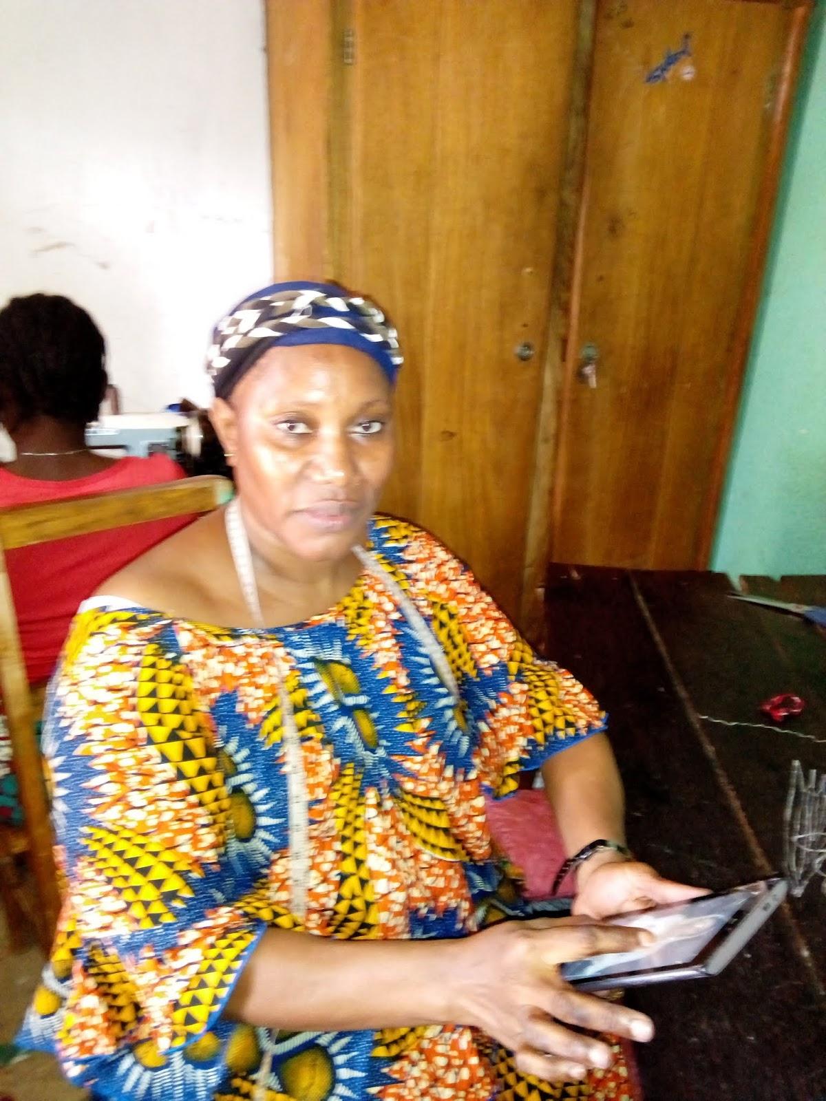 Madame Sylla Aminata Soumah couturière au carrefour Bad boy