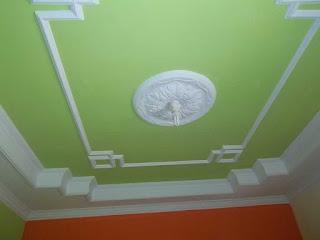 Desain Rumah Ruang Tamu Dengan Plafon Gypsum Menarik Dan Elegan