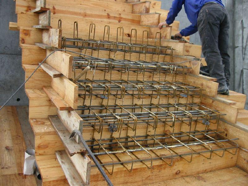 El maestro de obras xavier valderas hacer escalones de - Escalera prefabricada de hormigon ...