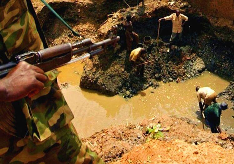 Afrika'daki sıradan bir altin madeni bile birçok farklı grubun savaşmasına yol açıyor.