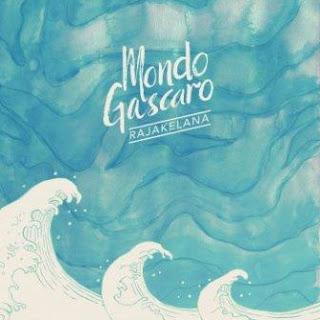 Lagu ini ada di album Rajakelana yang didistribusikan oleh label Lirik Lagu Mondo Gascaro - Dan Bila...