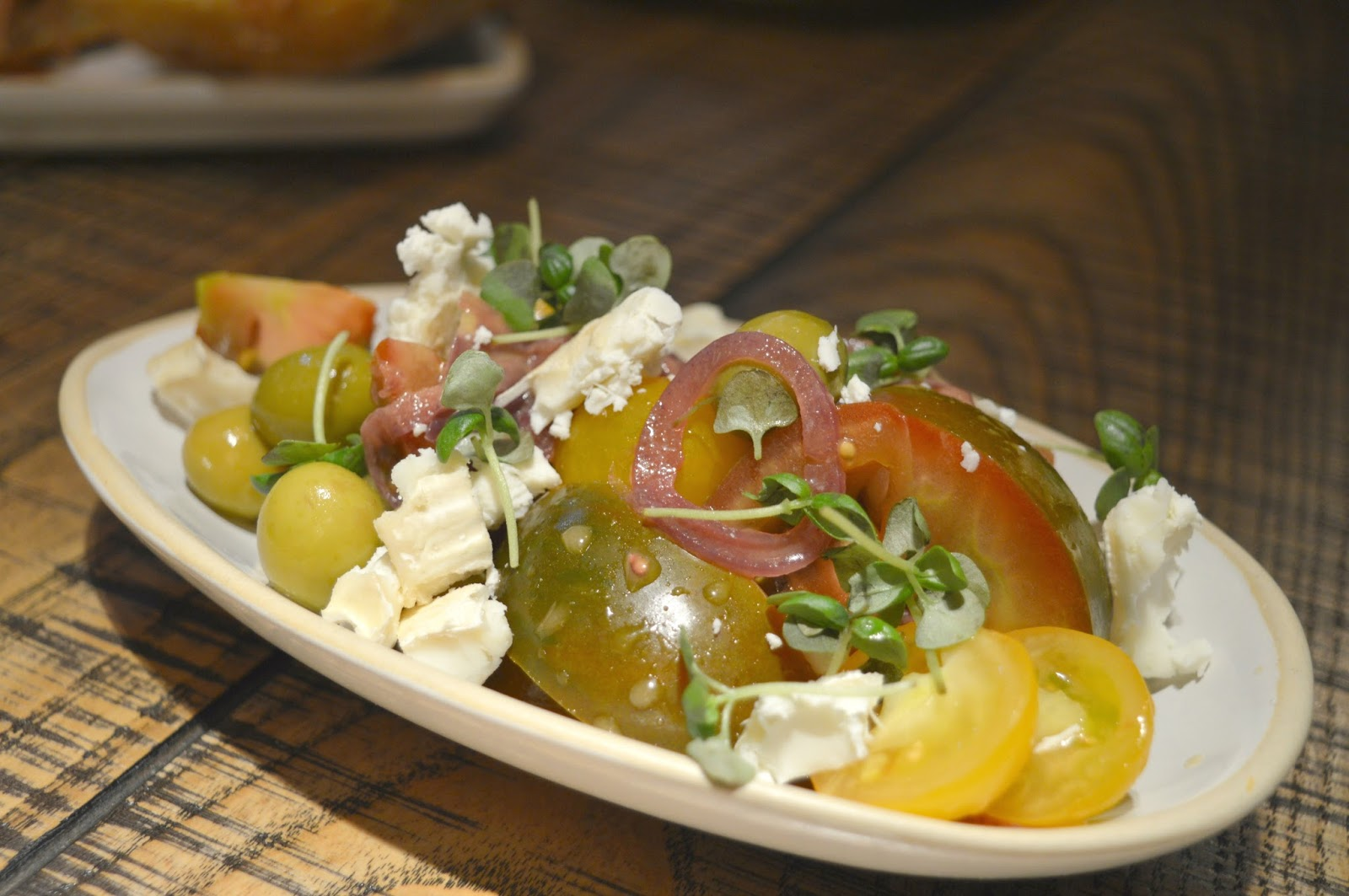 Tapas Revolution, Newcastle  - Ensalada de tomate con queso de cabra