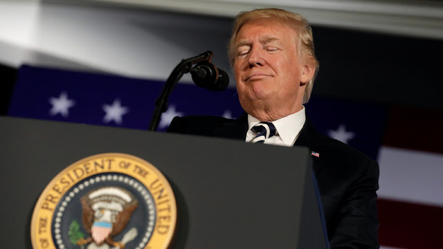 Un exempleado de Trump revela cómo el presidente se 'enamoró' de Twitter e Internet