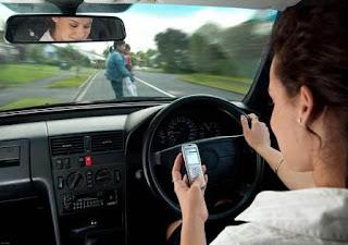 Sử dụng điện thoại khi lái ô tô
