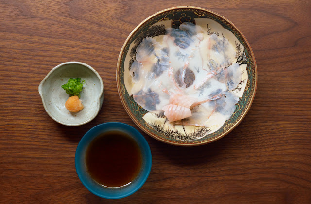 sashimi of thinly sliced fluke ヒラメの薄造り