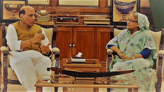 Menteri Dalam Negeri India Rajnath Singh membahas hubungan bilateral dengan Perdana Menteri Bangladesh Sheikh Hasina (Foto: Scroll.in)