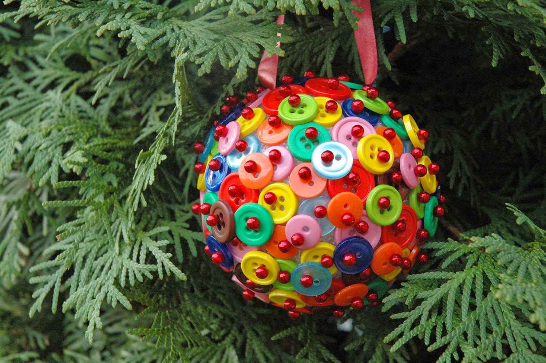 Idee Di Riciclo Per Natale lavoretti di natale per i bambini con i bottoni