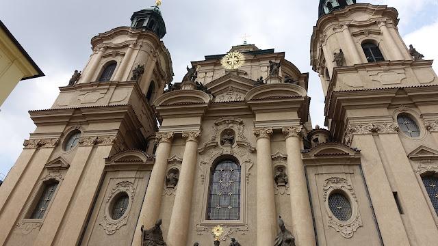 聖尼古拉教堂,街道太窄,拍不到屋頂