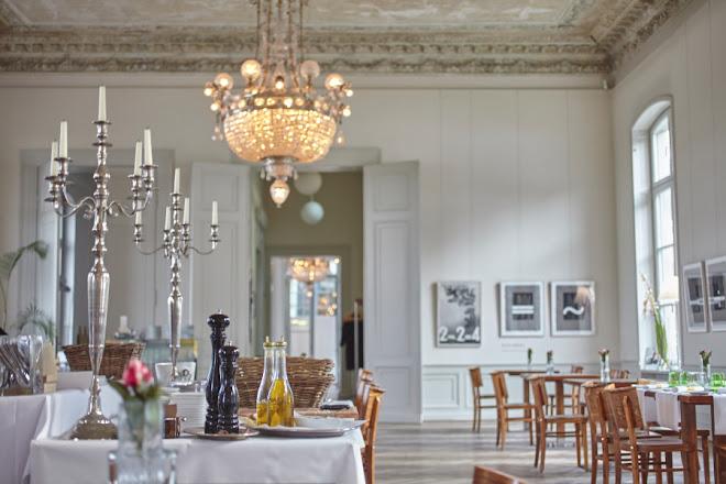 Bistro Interieur No. 253 terrace Rolandseck Arp Museum