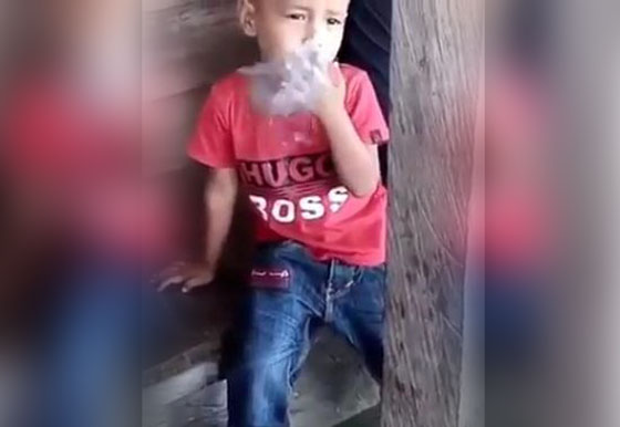 Heboh! Beredar Video Balita Merokok Didepan Ibu Mendadak Viral