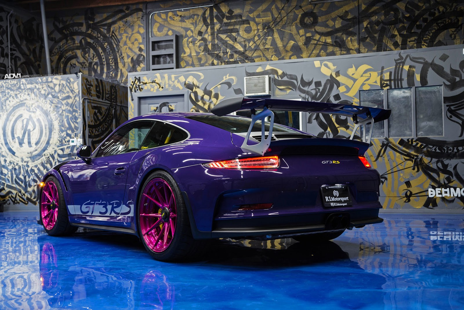 ultraviolet porsche 911 gt3 rs poses with pink wheels. Black Bedroom Furniture Sets. Home Design Ideas