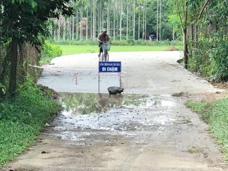 Đổ tiền tỷ mở rộng đường qua nhà Bí thư kiêm Chủ tịch huyện