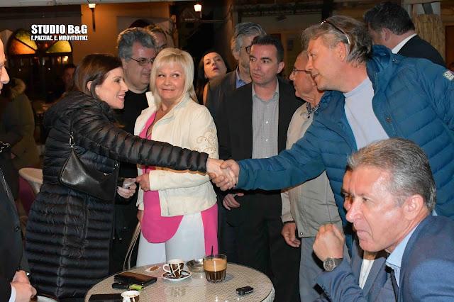 Συνάντηση με φίλους είχε στο Τολό η Άννα Μισέλ Ασημακοπούλου