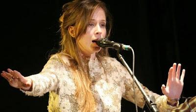 Foto de Pamela Rodríguez en el escenario