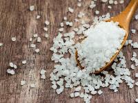 Benarkah Garam Laut Lebih Bernutrisi dari Garam Meja?