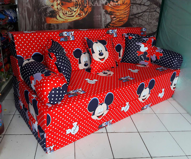 Sofa bed inoac motif mickey mouse merah