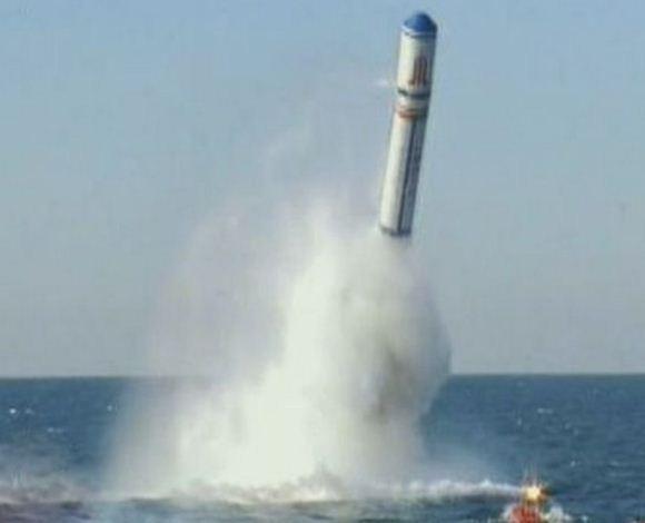 Peluncuran rudal balistik JL-2 dari kapal selam
