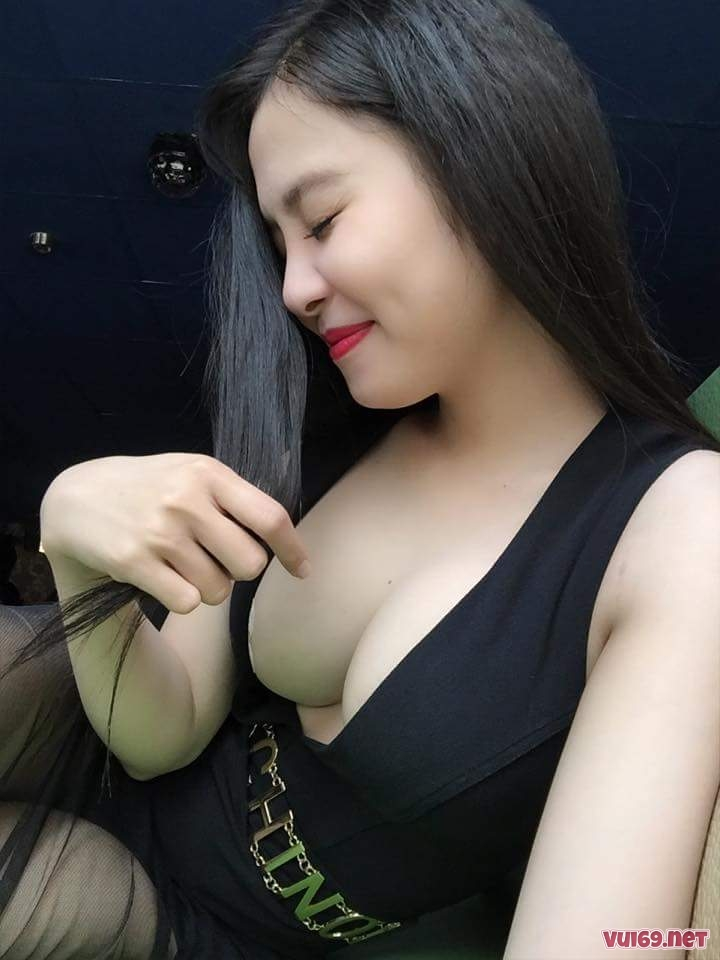 Lovely Thu Khoe Vếu Căng Tròn Kèm Link FaceBook
