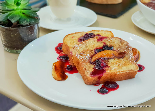 sophies cafe dubai french toast