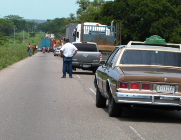 conductores-de-perija-trancan-la-troncal-6-ante-promesas-incumplidas-por-el-gobernador
