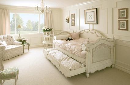 los muebles de estilo clasico se recuperan en colores claros para que se adapten al estilo aunque sin duda el que mejor se adapta es el mobiliario estilo